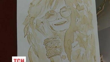 Львівська художниця малює картини кавою