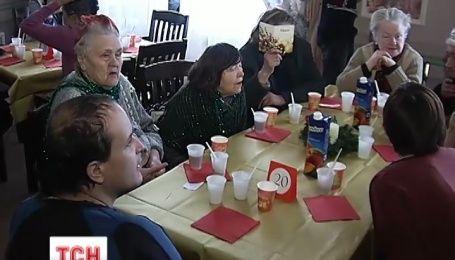 Сегодня в Украине накормили праздничным блюдами две тысячи бездомных и бедных людей