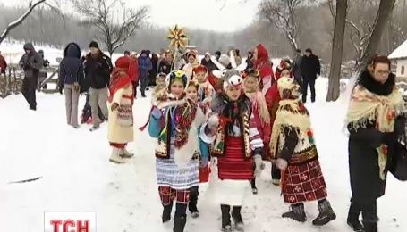 Десяток етноколективів зібрався у музеї під відкритим небом на українські народні різдвяні гуляння