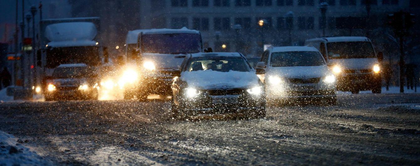 Через негоду рух на дорогах Одещини та Запоріжжя перекрили