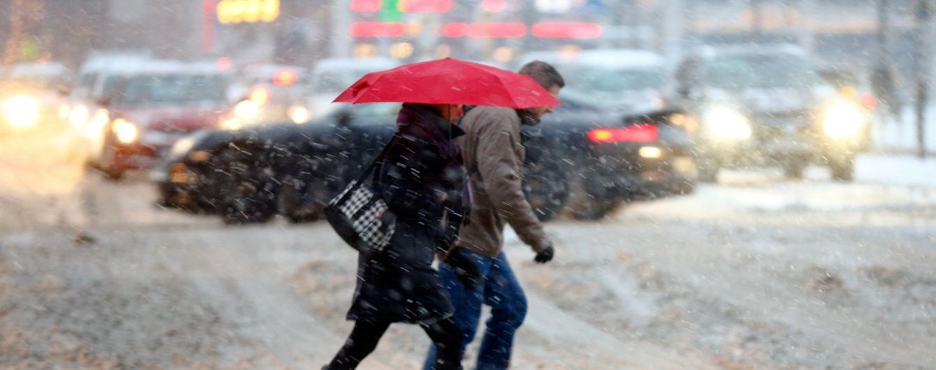 Синоптики оголосили в Україні штормове попередження