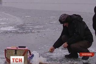 Любителів зимової риболовлі Гідрометцентр та рятувальники попереджають про потепління