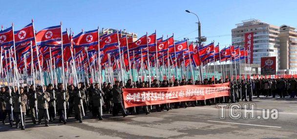 У КНДР відбулись масштабні паради вірності задачам Кім Чен Ина