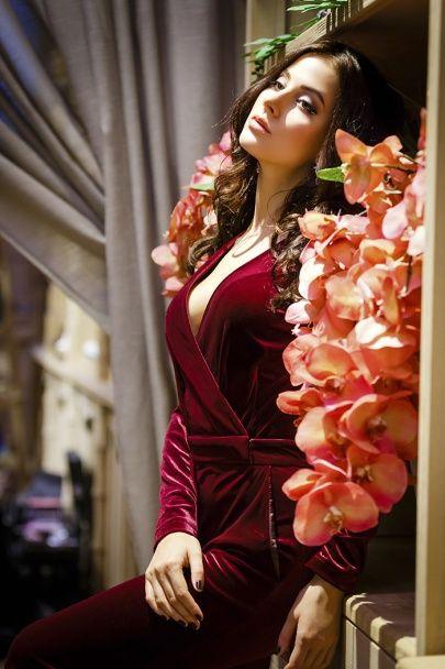 """Розкішні солістки """"ВІА Гри"""" у дорогому хутрі та мереживних сукнях знялися у фотосесії"""