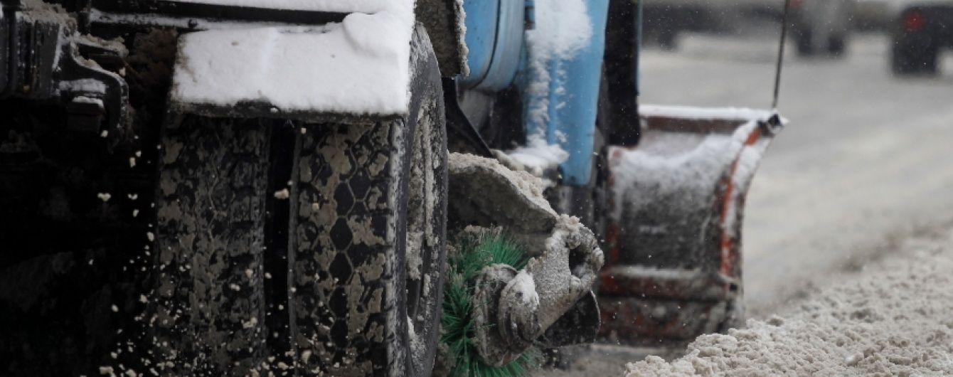 Київським комунальникам скасували вихідний і змусили прибирати сніг