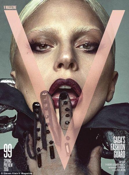 Оголена Леді Гага роздягла нареченого заради обкладинки журналу