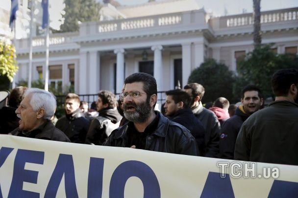 У Греція поліція розігнала мітинг пенсіонерів сльозогінним газом та кийками