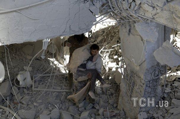 Россия сбросила вакуумные бомбы на контролируемый повстанцами городок в Сирии