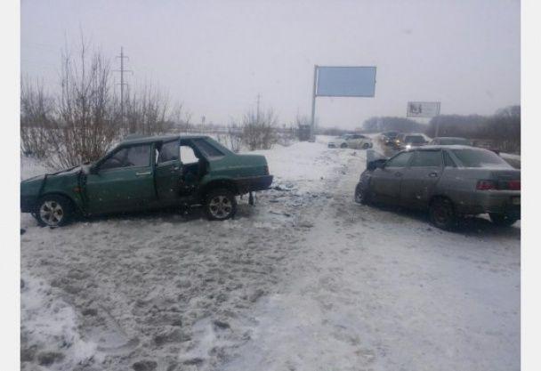 На околиці Харкова у лобовій ДТП постраждали шестеро людей