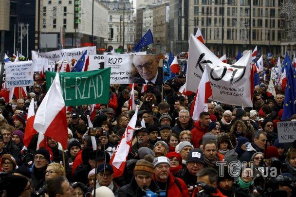 Польщу сколихнули протести проти скандального закону про ЗМІ