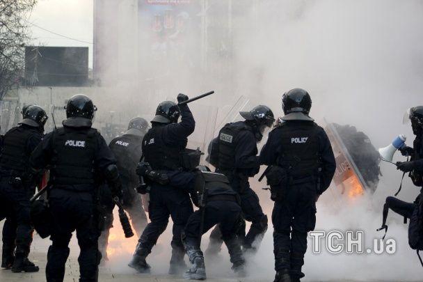 У Косово протестувальники підпалили будівлю уряду