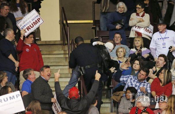 Охорона вигнала мусульманку із заходу скандаліста Дональда Трампа