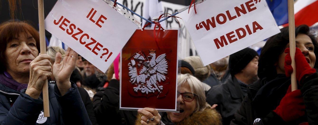 У Німеччині закликають ЄС ввести санкції проти Польщі через скандальний закон про ЗМІ