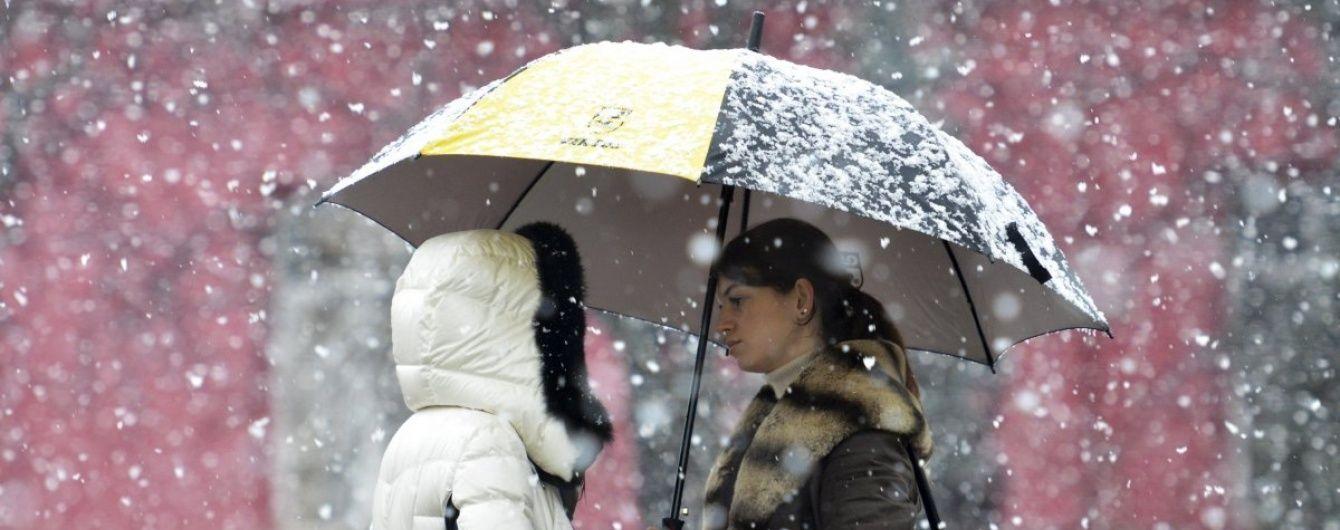 У понеділок Україну накриють потужні снігопади та вдарить штормовий вітер