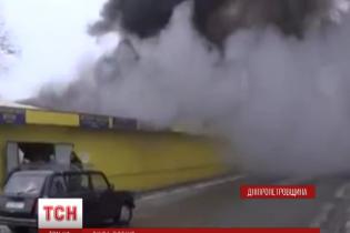 У Нікополі сильна пожежа знищила частину речового ринку