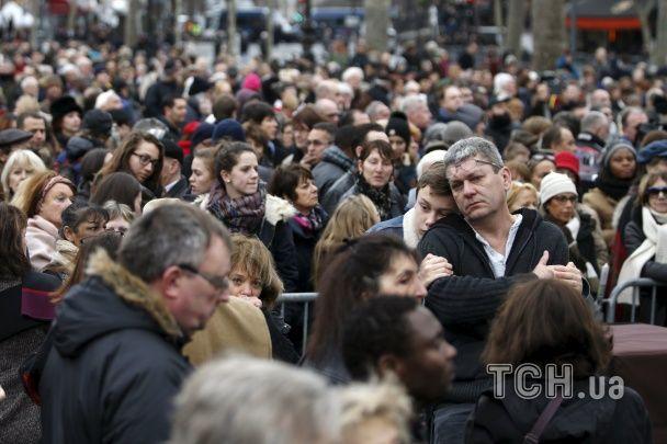 У Парижі вшанували пам'ять жертв терактів
