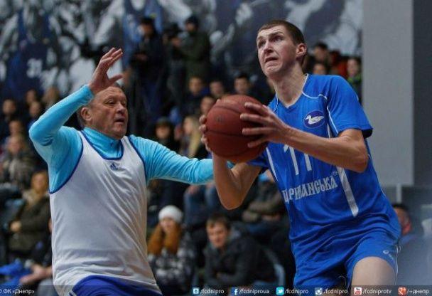 """Футболісти """"Дніпра"""" зіграли в баскетбол і волейбол на """"Різдвяних зустрічах"""""""