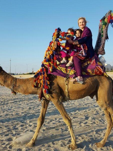 Камалія показала, як катала доньок на верблюдах на батьківщині чоловіка