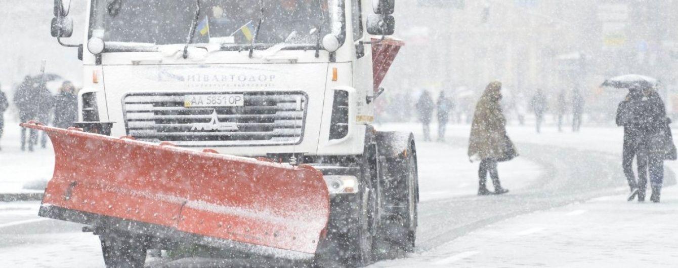 Синоптики попередили про сильний снігопад у Києві: в'їзд вантажівок можуть обмежити