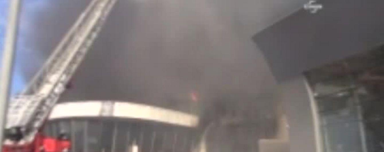 У передмісті Стамбулу палає готель: кількість людей всередині будівлі невідома