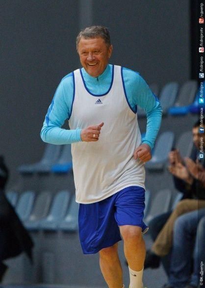Мирон Маркевич грає в баскетбол
