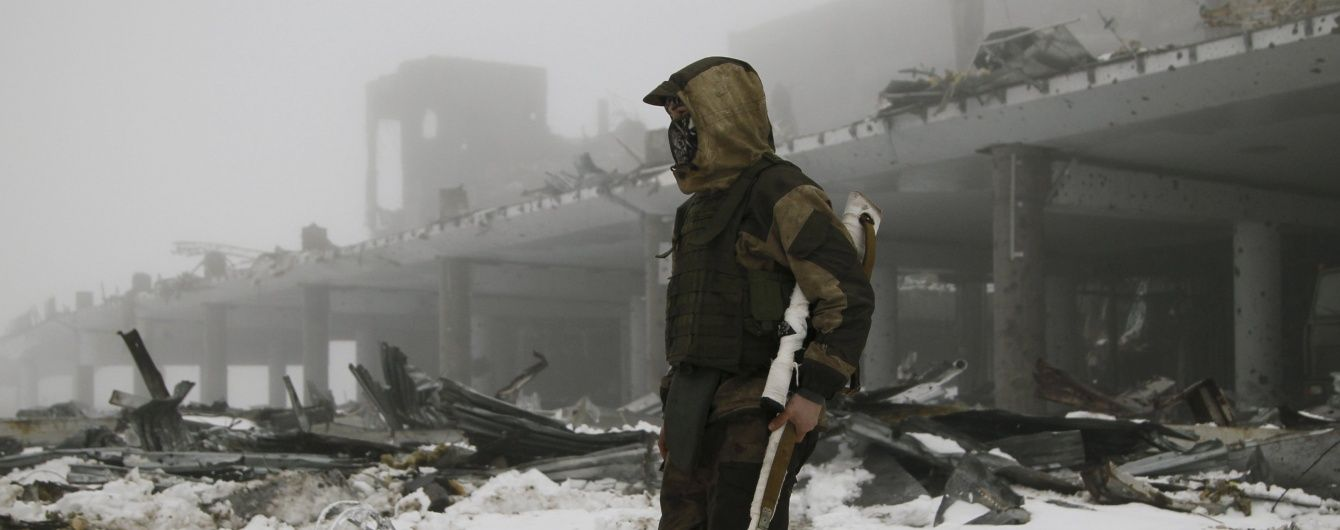 Бойовики відкрили хаотичний вогонь біля Донецького аеропорту