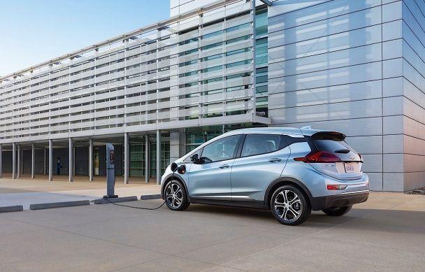 Chevrolet привез в Детройт серийный электрокар Bolt
