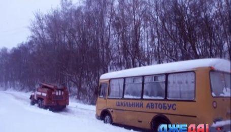 За неделю украинские спасатели освободили от снежного плена более 200 машин