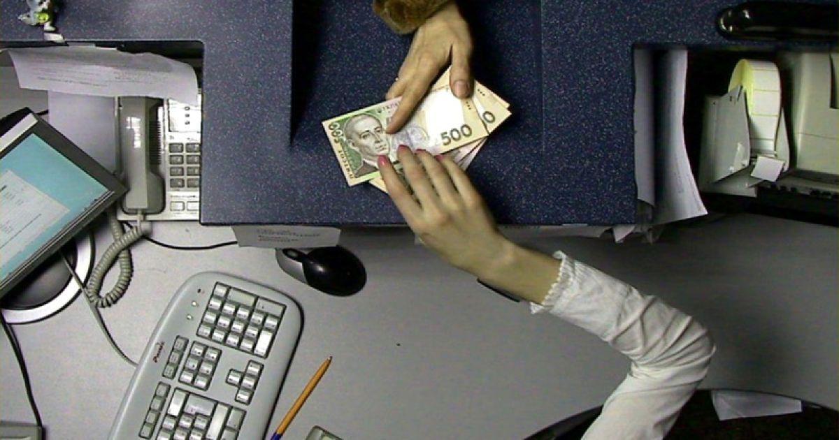 Гривна сильно упала в курсах валют НБУ на 22 октября