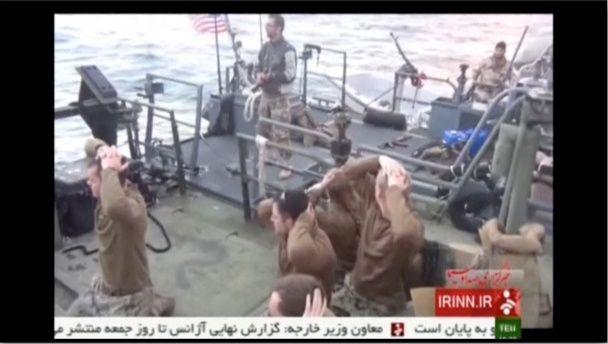 ЗМІ опублікували фото і відео, як іранські військові поставили на коліна американських моряків