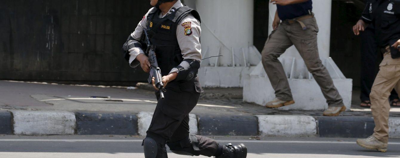 """Вибухи в Індонезії здійснили більше 10 бойовиків, які зайняли дах """"Джакартського театру"""""""