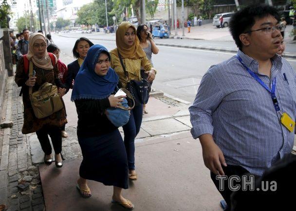 З'явилися моторошні фото з місця серії потужних вибухів у Джакарті