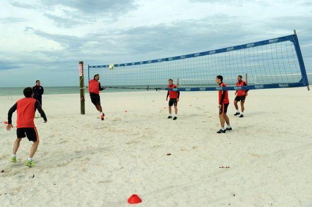 """""""Шахтар"""" в Америці тренується на піску і готується до першого турніру в новому році"""