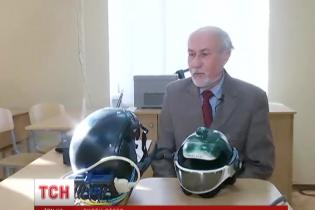 Українські вчені винайшли диво-шолом, який дозволяє позбутися стресу