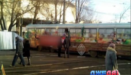 В Одессе трамвай сошел с рельсов и раздавил человека