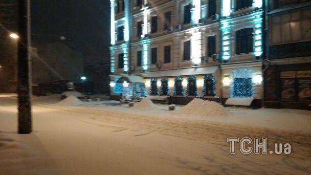 Київ рясно завалило снігом