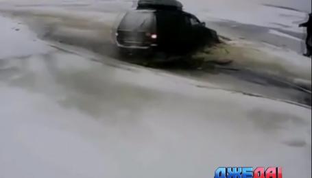 Почему не стоит выезжать на зимнюю рыбалку на автомобиле