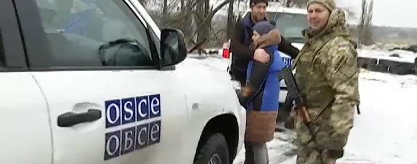 Снайпер бойовиків ледве не вбив перекладачку в машині ОБСЄ