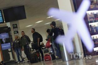 Літак не зміг вилетіти з Відня до Києва через тріщину - пасажири