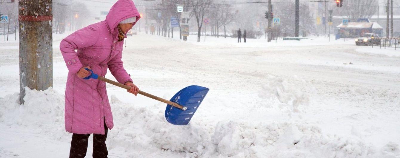 """Сніжний """"апокаліпсис"""". Україна продовжує виборювати міста із полону стихії"""