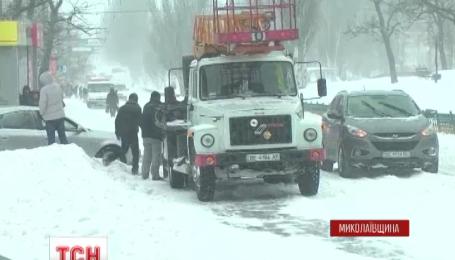 Негода паралізувала половину України