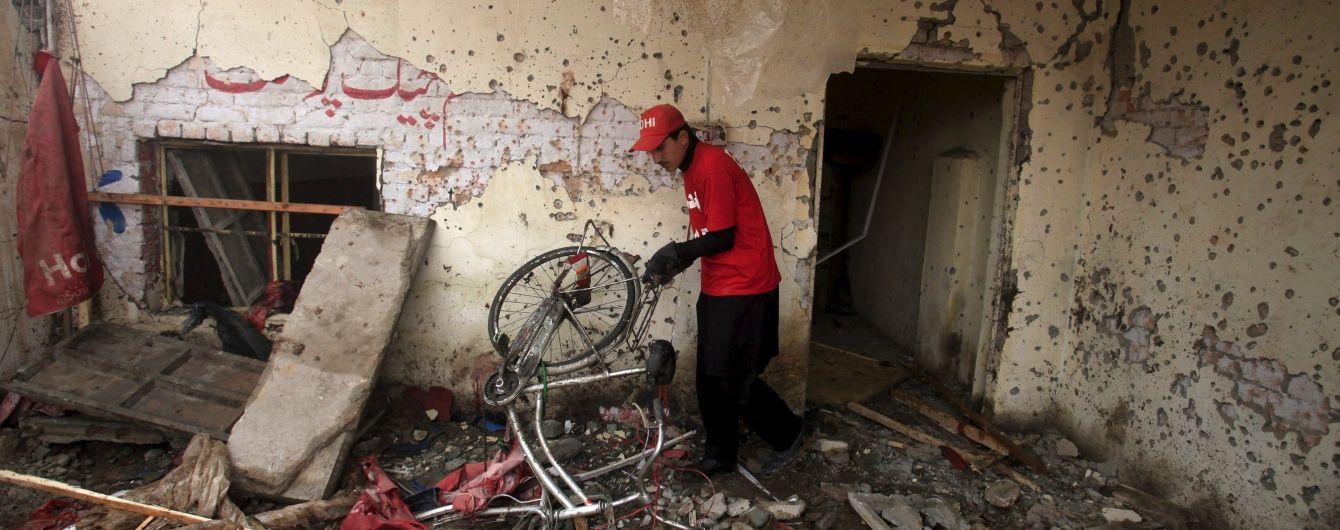 У Пакистані смертник на начиненому вибухівкою мотоциклі влаштував кривавий теракт