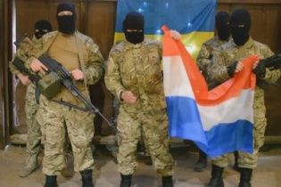 """У Мережі поширили провокаційне відео з підставними """"азовцями"""", які погрожують Нідерландам"""
