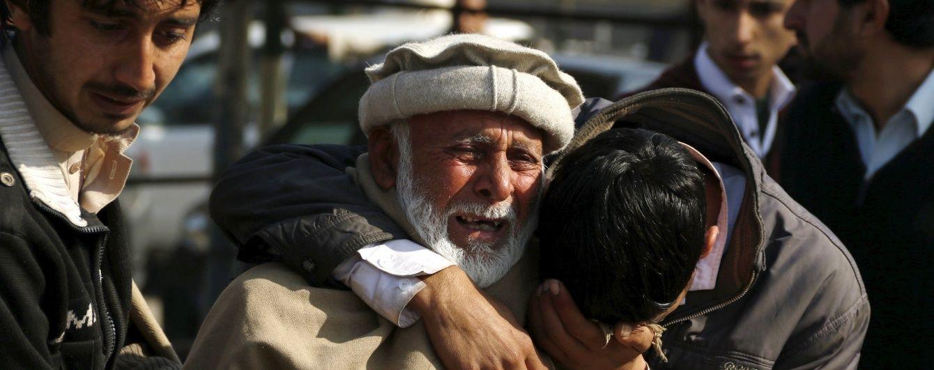 Пакистанські бойовики захопили університет, взявши в заручники тисячі студентів
