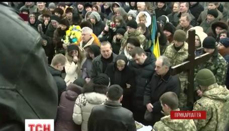 На Прикарпатті поховали 31-річного зв'язківця 21 батальйону тероборони Сергія Харенка