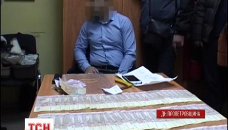 Митники Дніпропетрівщини вимагали хабарі з підприємців, що імпортують товари