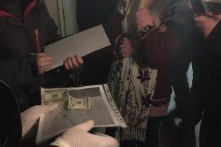 Професора одеського вишу схопили на хабарі