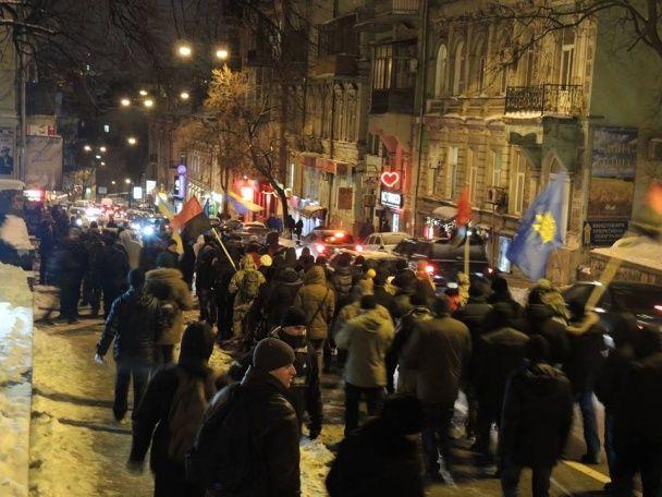 Палаючі шини, блокування офісу Ахметова: у Києві відзначили річницю протистояння на Грушевського
