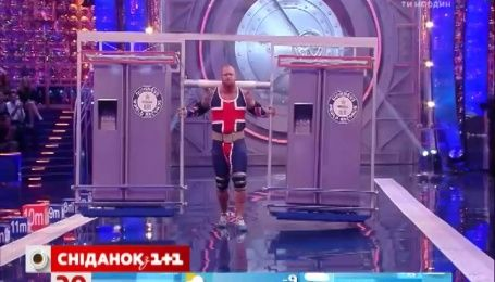 Актер Гафтор Бйорнссон поднял два холодильника весом 900 килограммов
