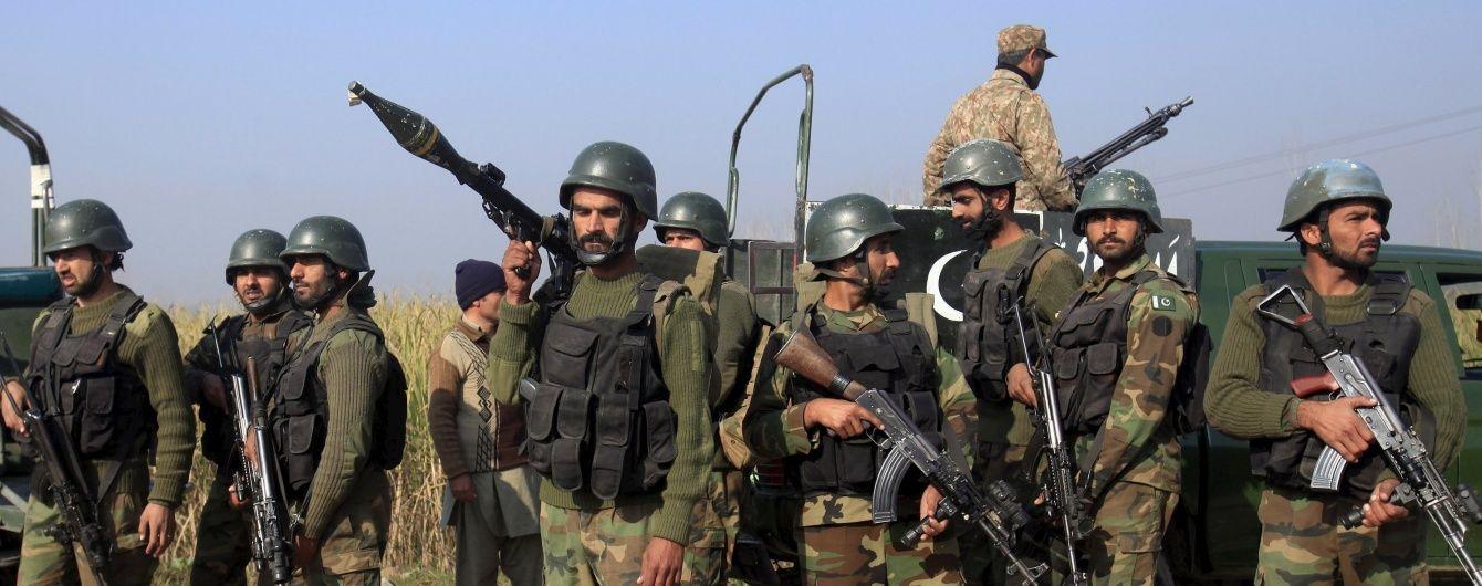 Кривавий теракт бойовиків в університеті Пакистану: загинули більше 20 осіб